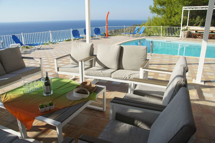Welcome to Paradise in Villa Margaux