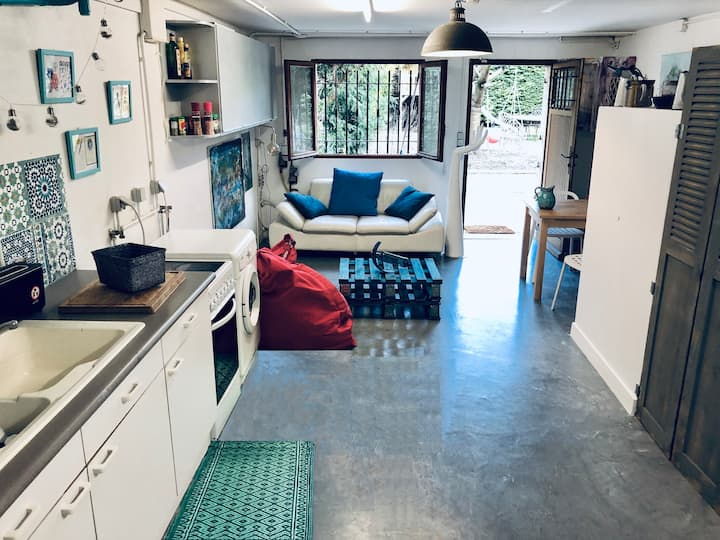 Large & cosy room with patio in artist house