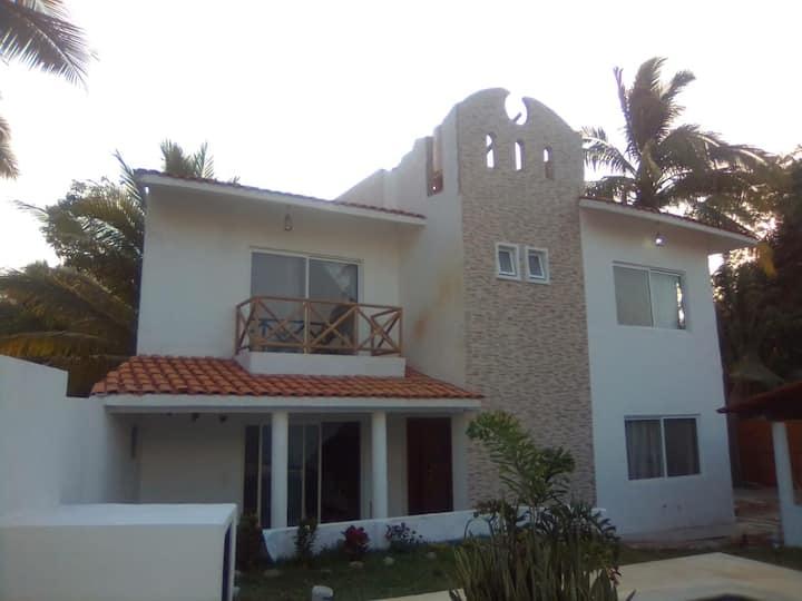 Bonita Casa nueva para 10 personas con alberca