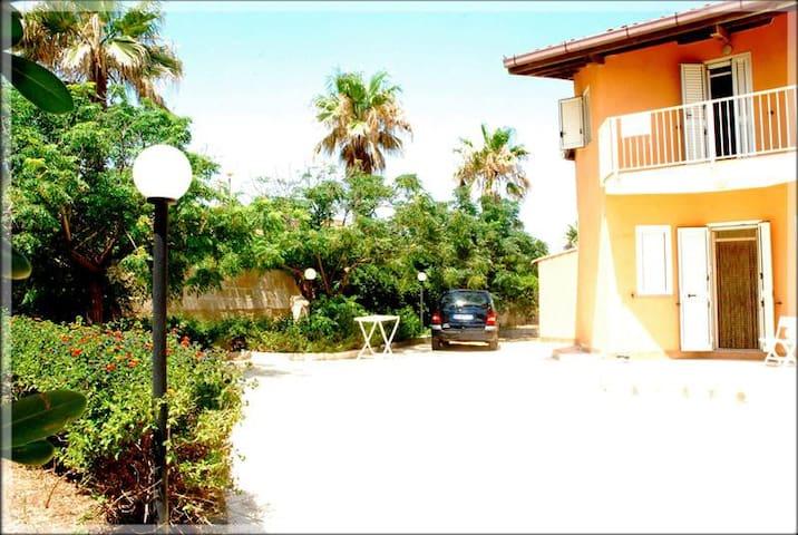 Villa a 100 metri dal mare - Calabernardo - Villa