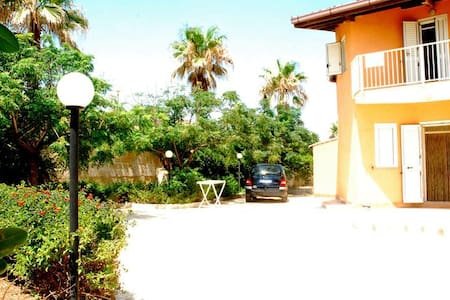 Villa a 100 metri dal mare - Calabernardo - วิลล่า