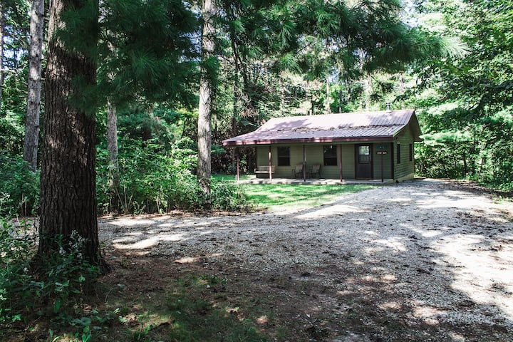 Kishauwau's Starved Rock Area Cabins - Romantic Whirlpool (Pines) Cabin For 2, No Kids, No Dogs