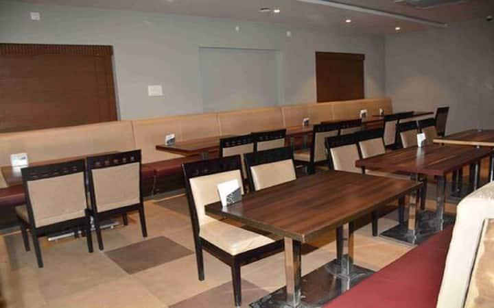 Executive Room (Hotel SN Grand)
