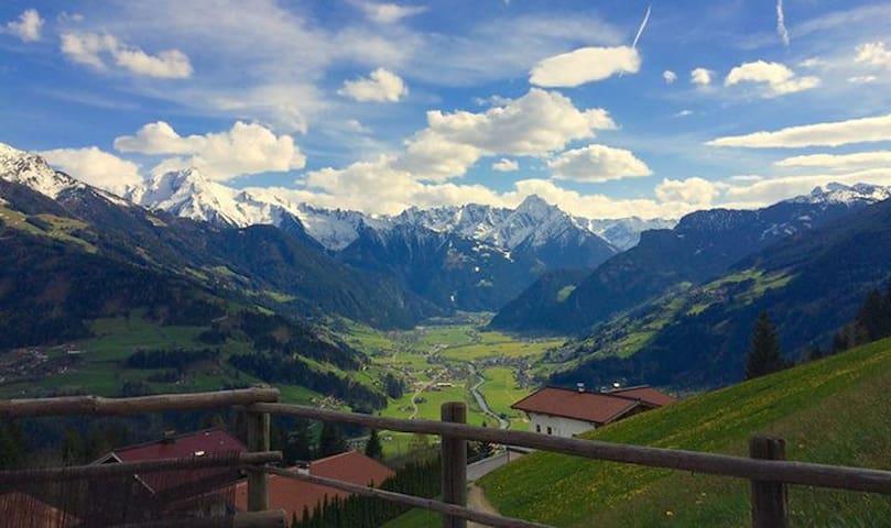 Schicke Almhütte im Zillertal
