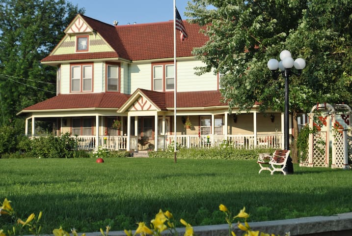 Whisper Rock Victorian Dreams - Belleville - Ev