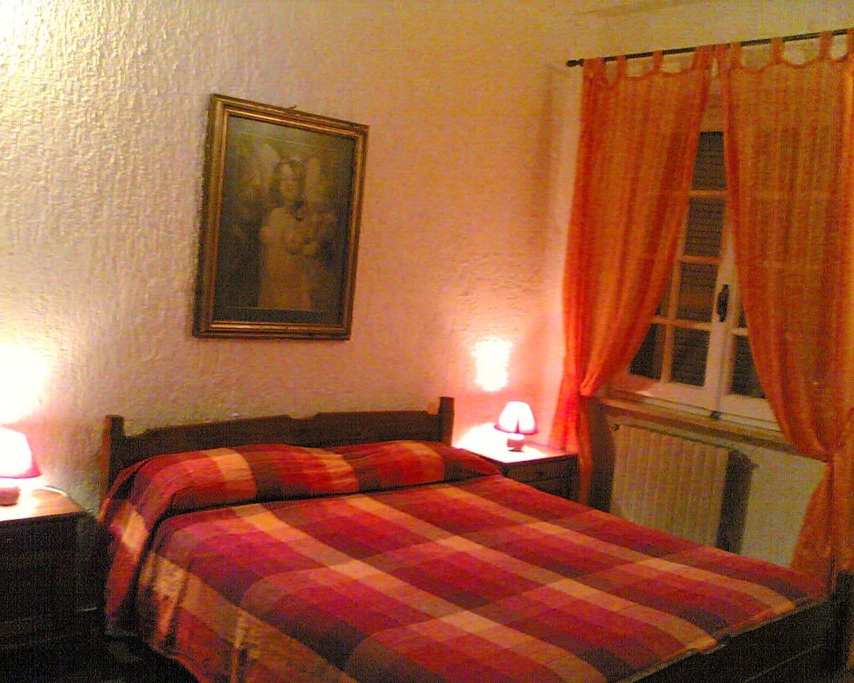 Camera da letto con affaccio nel cortile-giardino interno