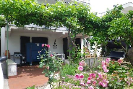 Дом в Утехе, 250 м от моря - Utjeha-Busat
