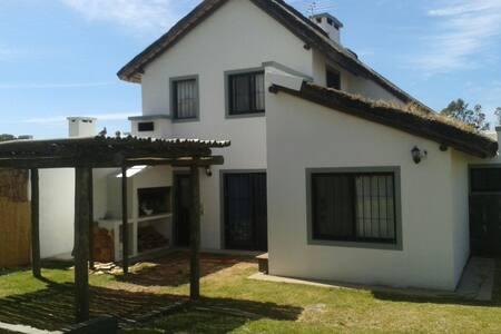 Disfrutable casa frente al mar en Cuchilla Alta