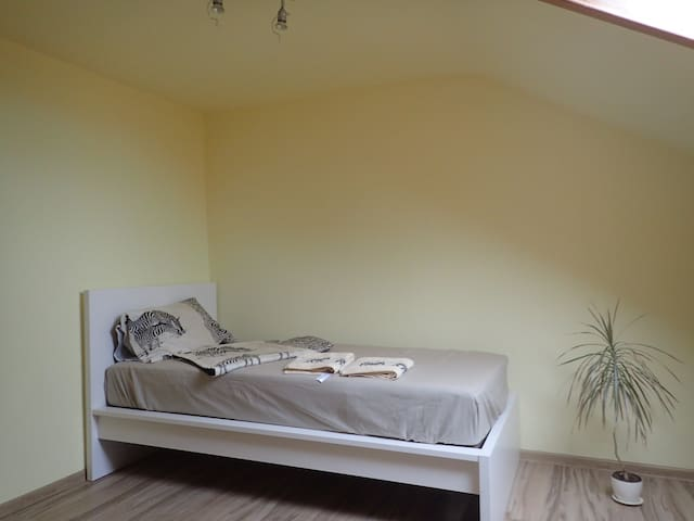 Cozy room 20 min from center - Stuttgart - Apartament