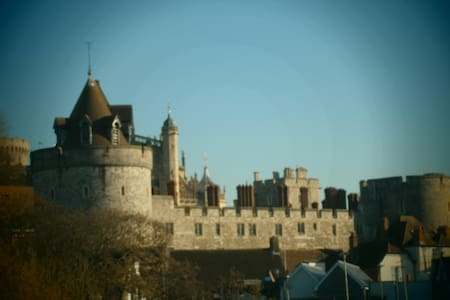 JANUARY SPECIAL - Central Windsor with parking - Windsor