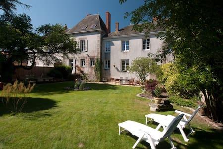 Vendée - Chambres d'hôte pour 1-8p - Bed & Breakfast