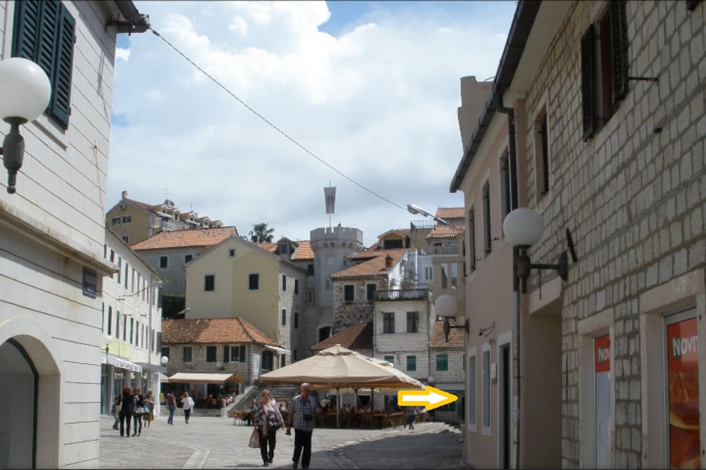 Heerceg Novi old town square