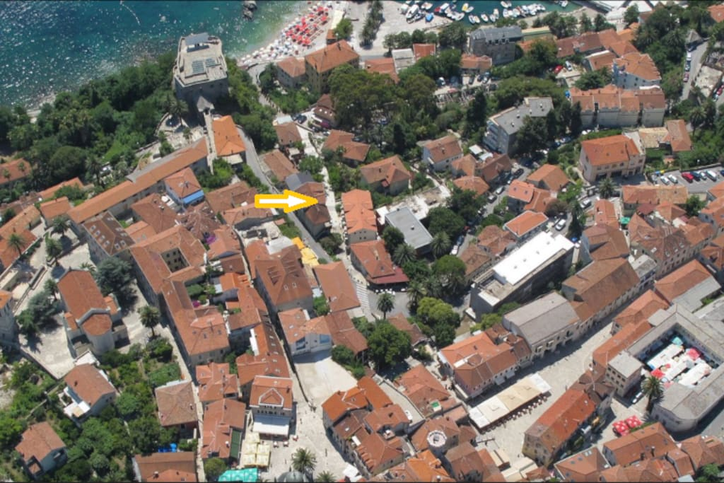 Aparment is located centraly to nearby beaches, restaurants, shops and caffes