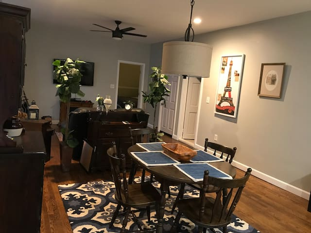 cozy 1 bedroom minutes to Boston and airport