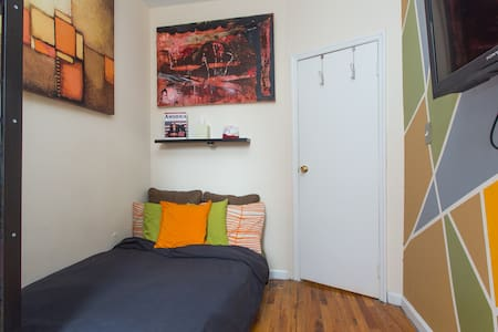 Our sweet comfy BK office room is only 4 stops from Manhattan. The room has a full-set futon, sunny window and reading chair. Walking distance from many hotspots, we're only 1 block from LIRR &  2 blocks from the A train. Perfect for travelers!