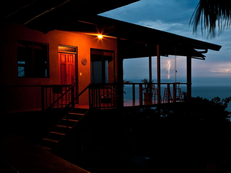 Roca mar ocean view suite surf vista villas villas for for Villas for rent in costa rica