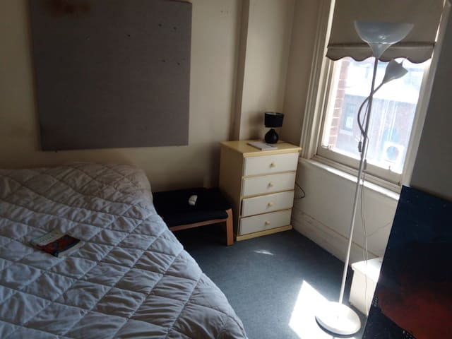 1 single bedroom close to Richmond and Melbourne