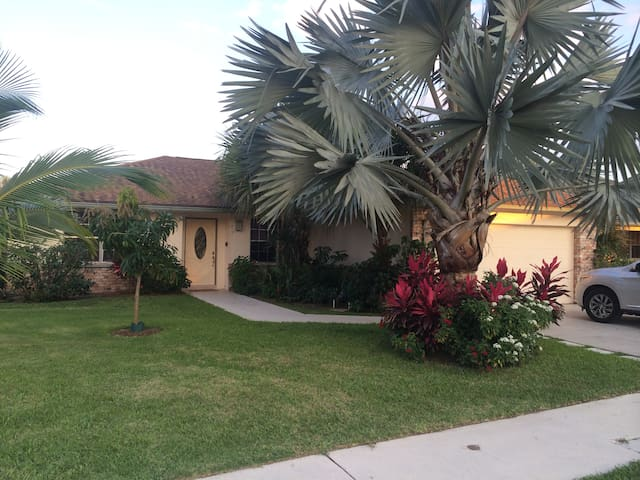 Perfect Vacation Home Close to it all!! - Jupiter - Casa