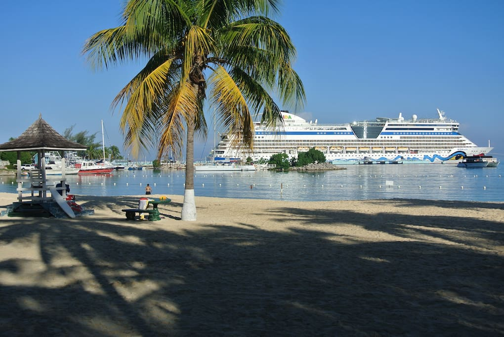 ocho rios single personals Villa ideal for: singles results 1 - 10 of 12 featured  enjoy the beautiful sunrise and watch the cruise ships as they head towards the ocho rios harbor.
