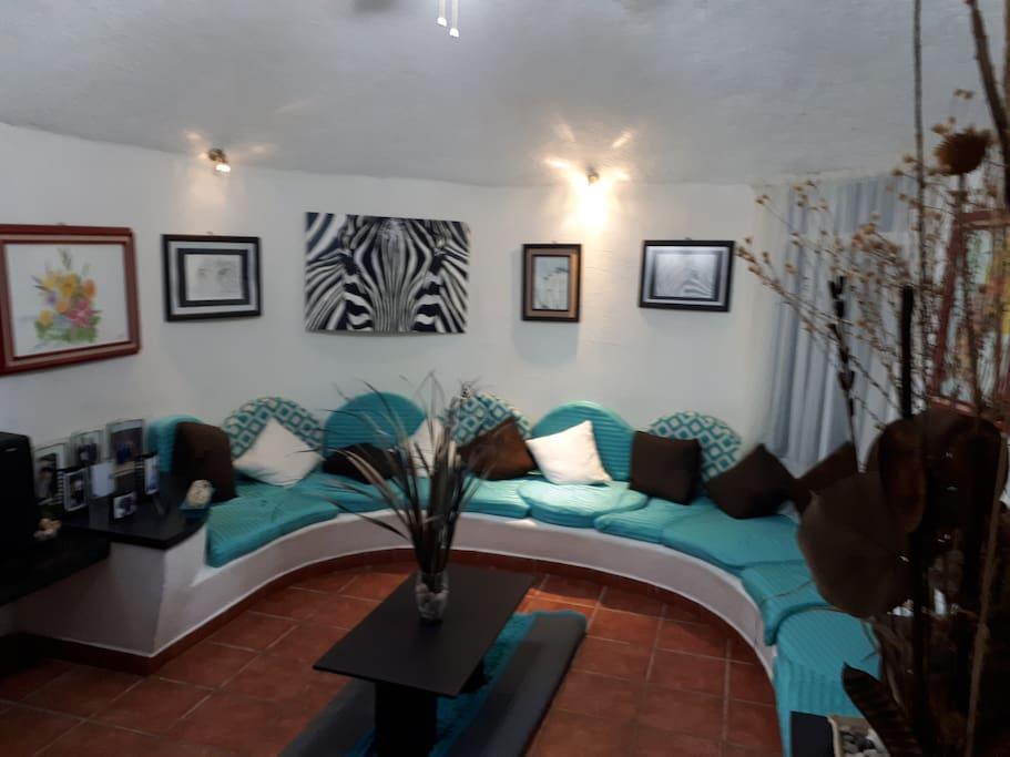 sala confortable y agradable para la convivencia familiar hasta 13 personas sentadas.