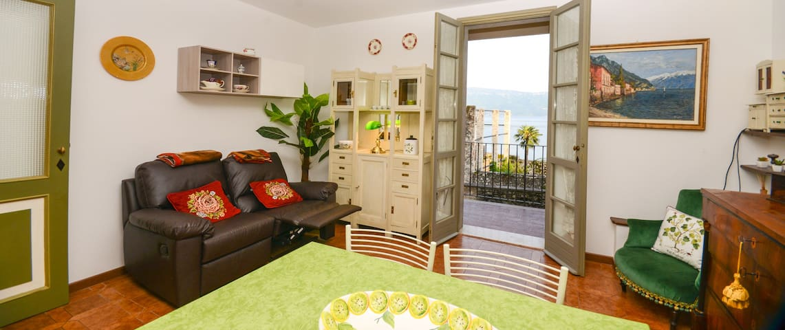 FLAT WITH BALCONY, LAKE VIEW, WIFI! - Gargnano - Apartment