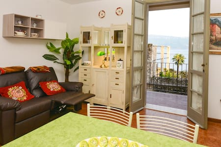FLAT WITH BALCONY, LAKE VIEW, WIFI! - Gargnano - Apartamento