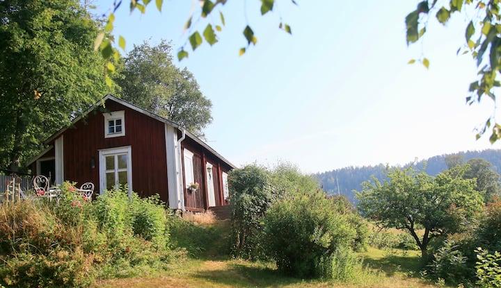Charmig stuga i Nordingrå, hjärtat i Höga Kusten