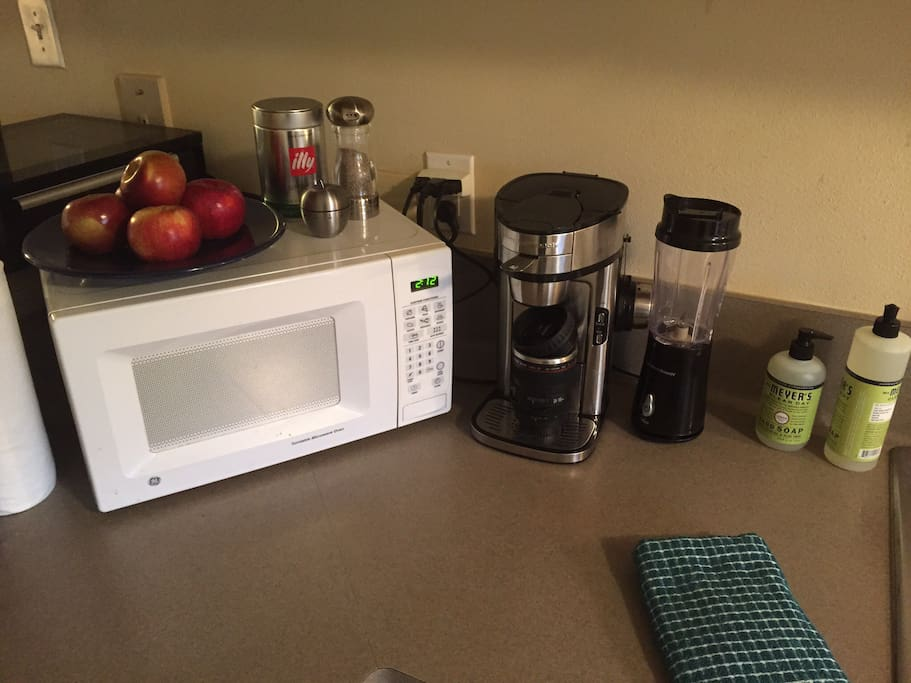 Microwave, individual coffeemaker and blender.
