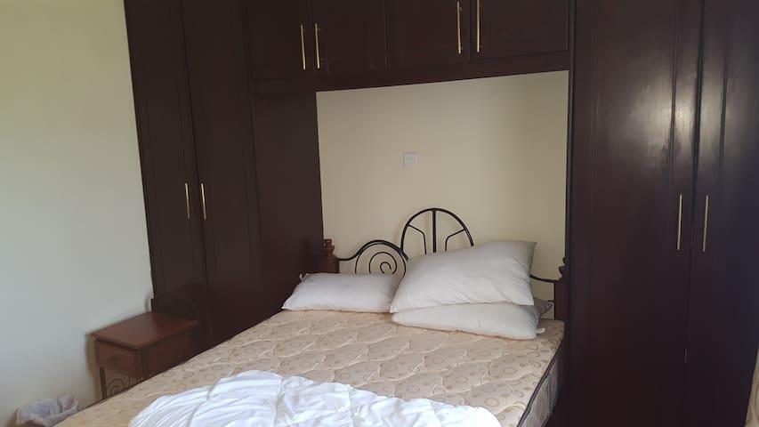Ridgeways Private Room in House