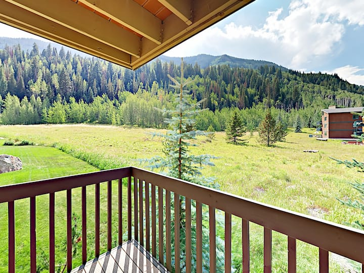 Timber Falls Condo with Mountain Views