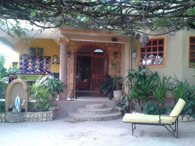Cozy 3bedrooms house...with parking - Port-au-Prince - Huis