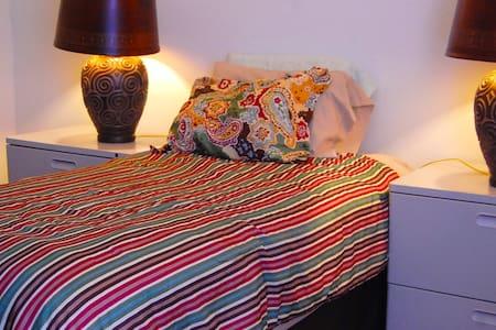 Comfortable, Convenient location. - Greenville - Apartamento