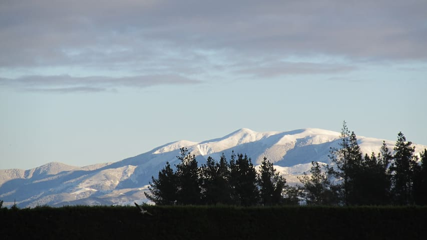 Eyreview Retreat - Mountain Views