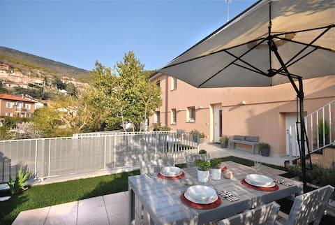 Apartamento en villa con jardín privado