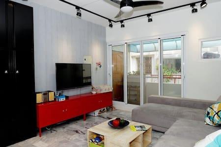 """溫馨三房公寓,提供您一個短暫又舒適的""""家""""(請注意我們是沒有電梯) - 嘉義"""