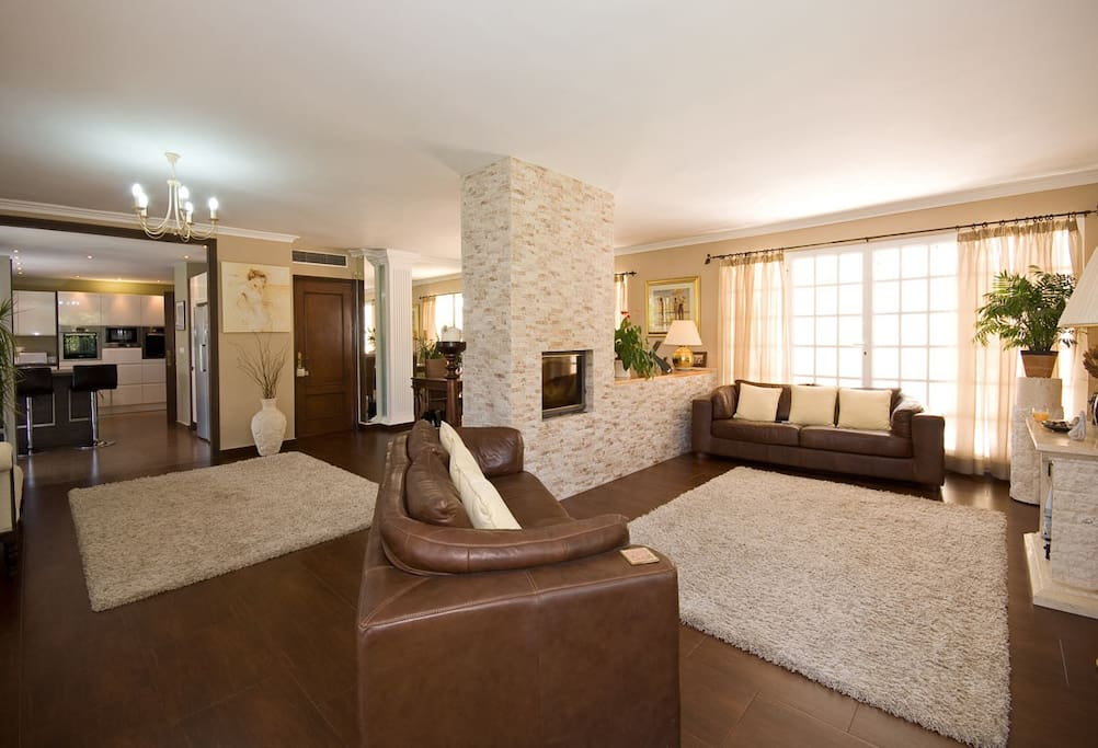 Ampple and well appointed living room villa with private pool Nueva Andalucia, Las Brisas Golf