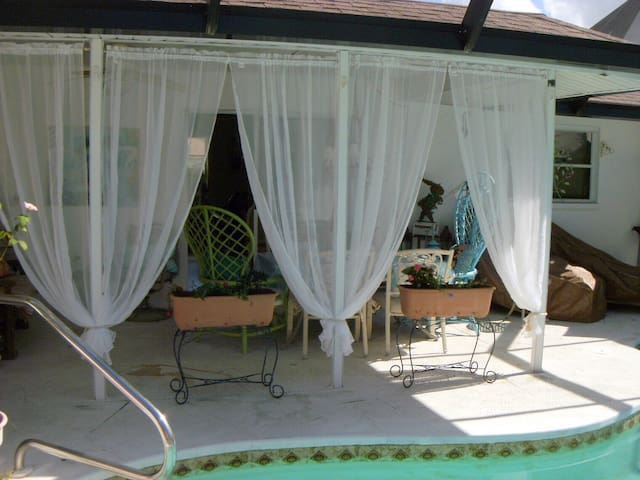 THE LOTUS & THE ROSE Venice/pool/2br/private bath