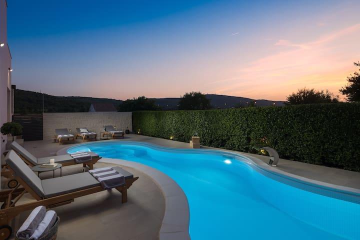 Stylish Villa Amare with large pool