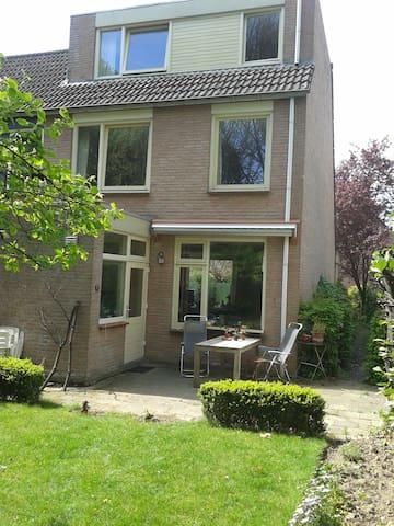 Hoekhuis + tuin en garage aan Park - Heerlen - Casa