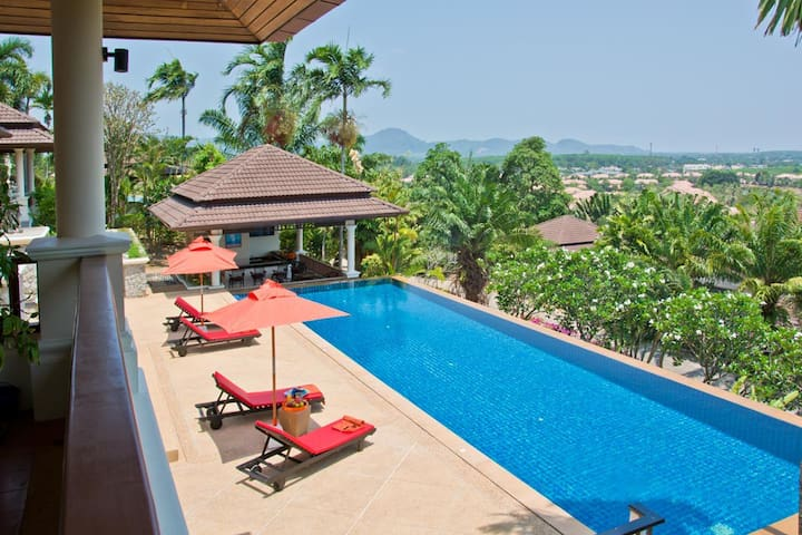 Stunning Luxury 4 Bed Pool Villa nr beach