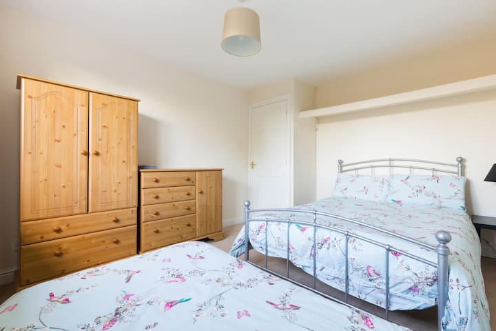 Bedroom 4 (12' x 11') One Queen size bed and one single bed with further trundle (underbed stored) single bed; hanging space, hairdryer, chest of drawers. Views to front lawn and countryside.