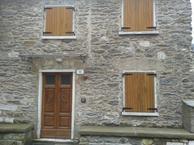 Casa tipica in villaggio - Vinca - House