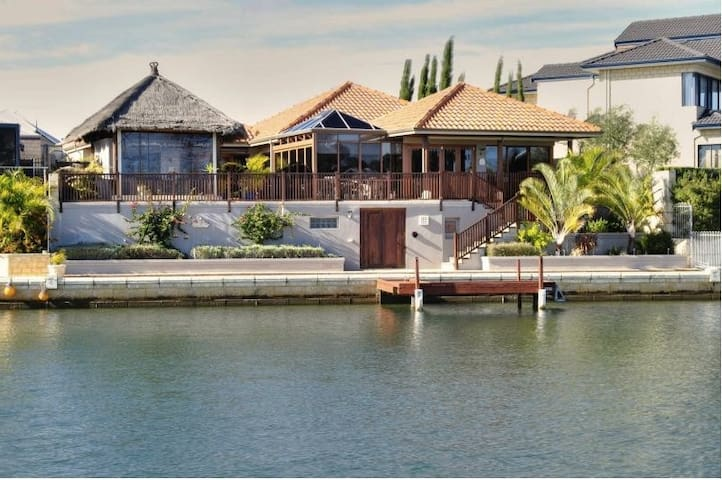 Exclusive Bali Lifestyle B&B *3rd night half price - Mandurah