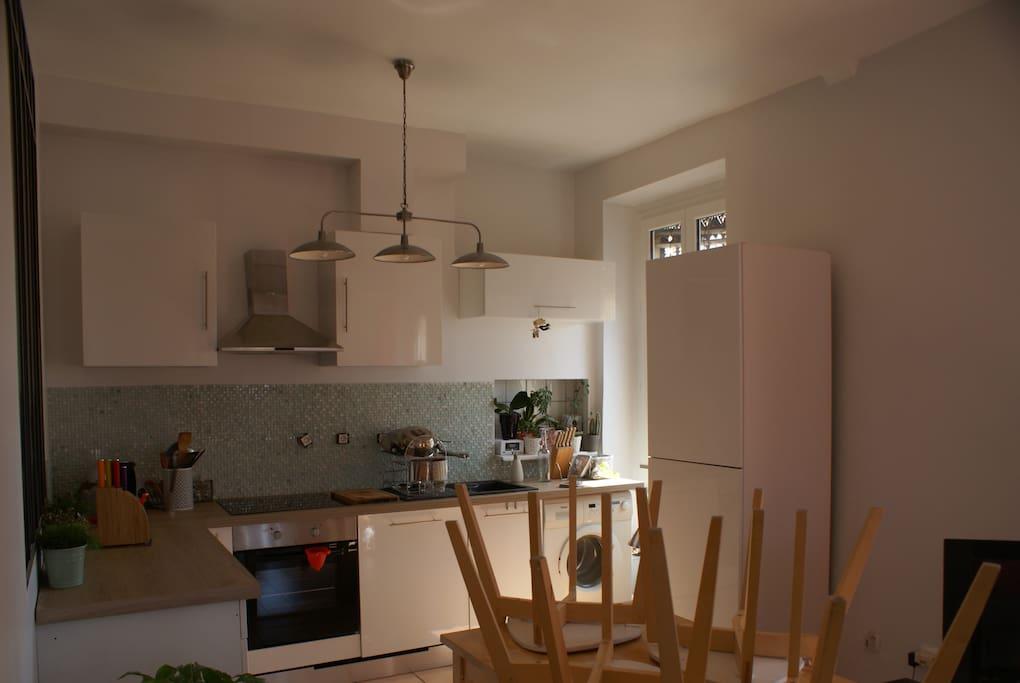 Profitez d'une cuisine équipée (lave vaisselle-machine à laver- tout matériel de cuisine à dispo., micro-ondes) Table pour 4
