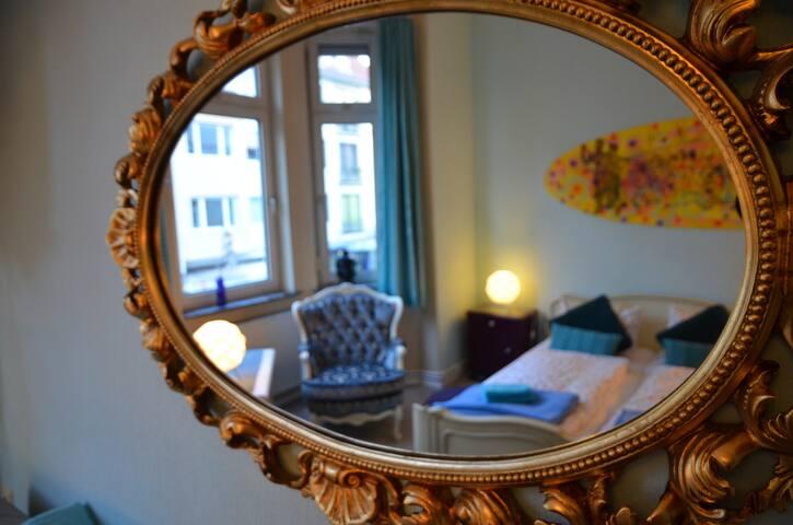 Double room turquoise ARTE|P|73 - Bremen - Huis