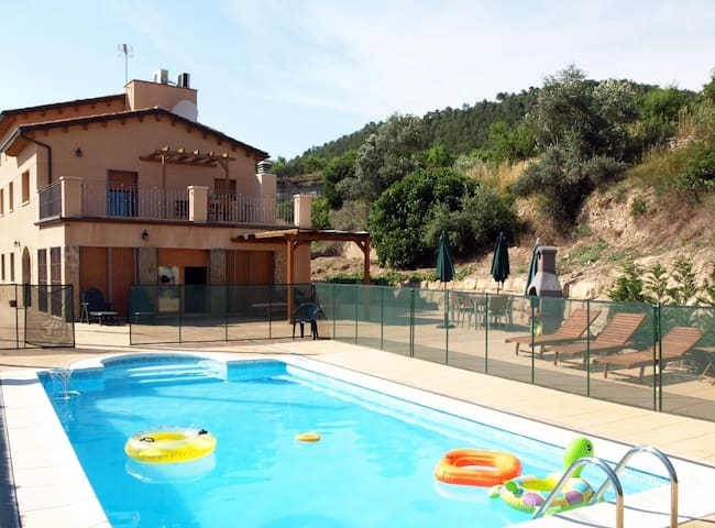 Family Villa x 12 - 30min BCN - Cap d'any 6000 EUR