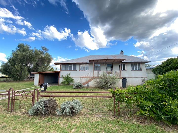 Stanthorpe Accommodation - walk to town!