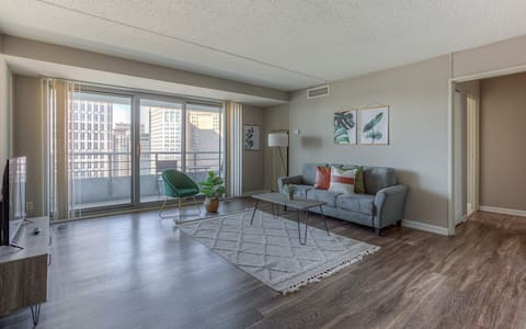 Bright & Airy 2BR Downtown Detroit Apt
