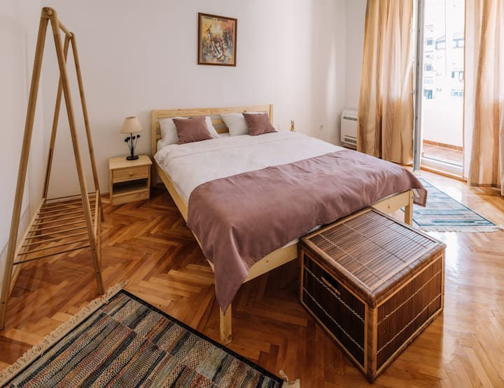 Comfy & Cozy Apartment in the City Center