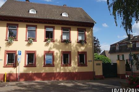 Römerberg 9,  Offene Lux. Ferienwohnung - Geisenheim - Appartement